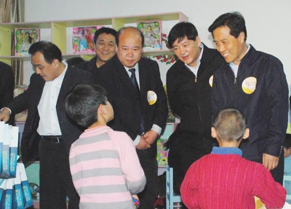 高建民在太原市社会儿童福利院调研