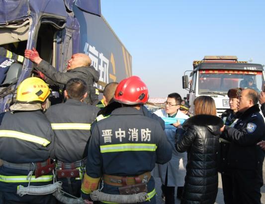 司机/成功救出被困司机。