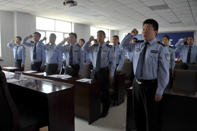 襄县公安局举行青年志愿者服务队授旗仪式