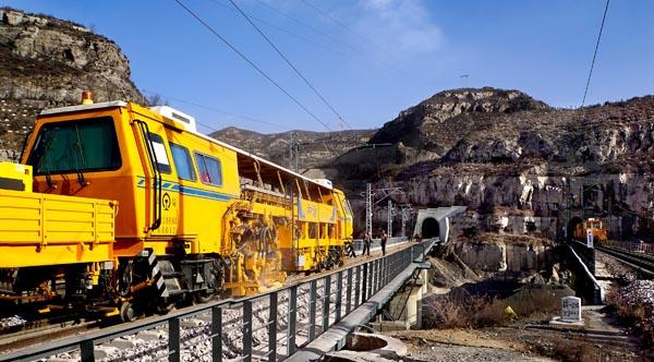 太原铁路局高质量推进太兴铁路建设