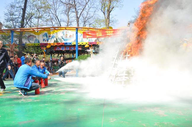 太原迎泽公园开展游乐设施、消防安全应急演习(图)
