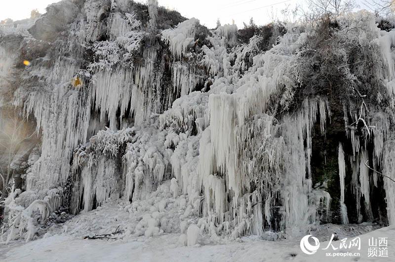 太原村民自制冰瀑奇观美如冰雪童话世界(图)--山西频道--人民网