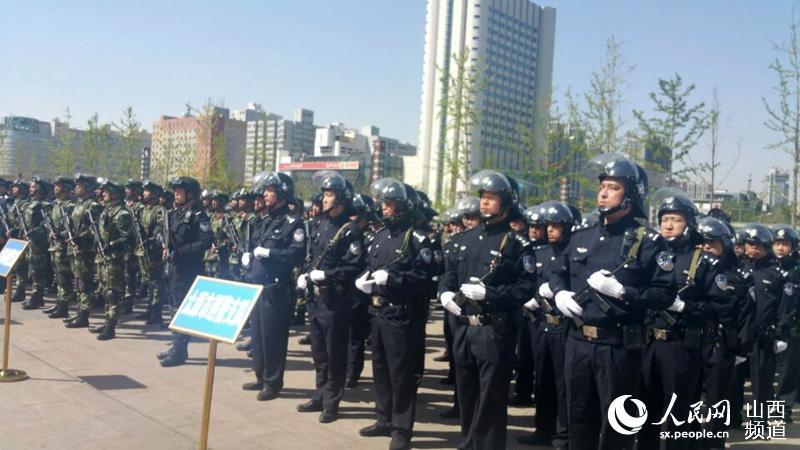 太原铁路局开展《反恐怖主义法》集中宣传活动(图)