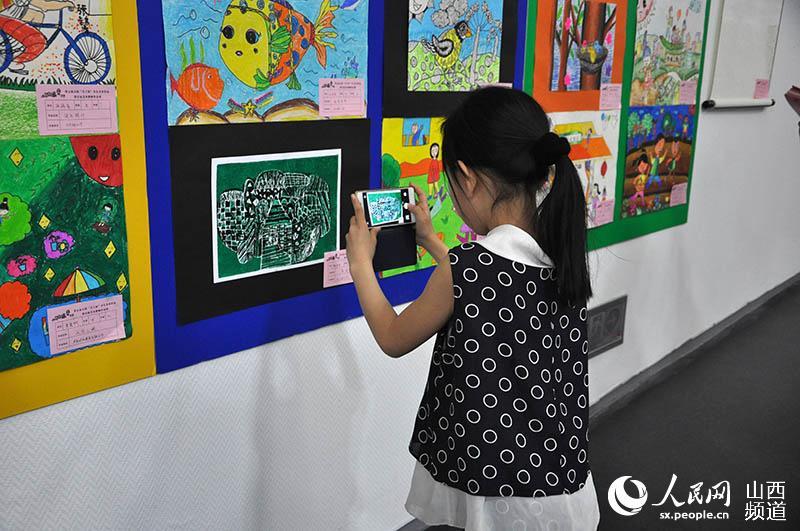 中班美术春天的竹子视频教学有教案没视频教学目标:1,尝试用水墨画