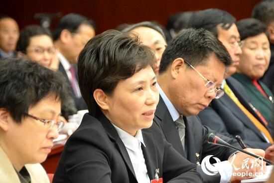 王宇燕代表在会上发言(前排左2为王宇燕)