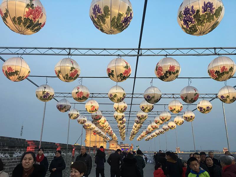 组图:游640余年古县城 过红红火火中国年