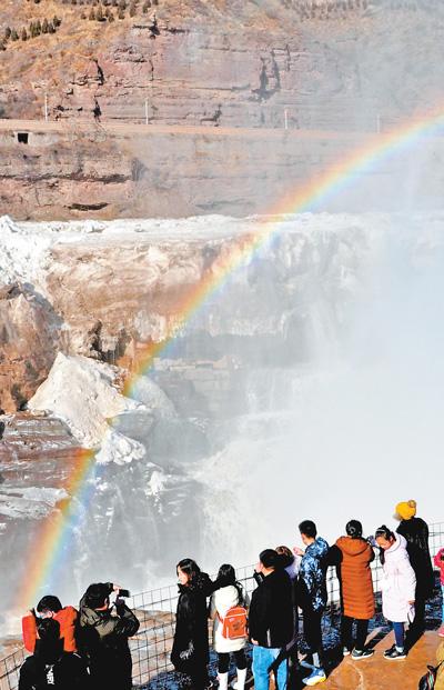 壶口瀑布冰河开 磅礴气势扑面来