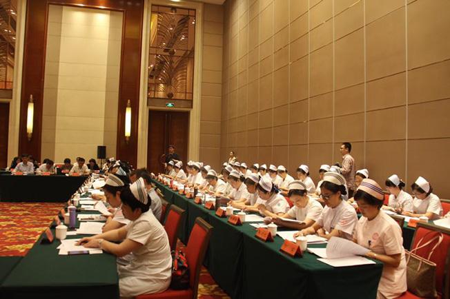 """山西举行纪念""""5・12国际护士节""""座谈会"""