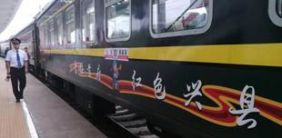 """山西兴县首发""""蔡家崖号""""旅客列车        从吕梁兴县这块红色热土驶出,开往太原。"""