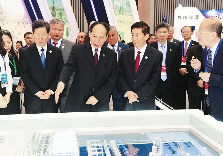 2018年太原能源低碳发展论坛开幕式暨高峰论坛举行
