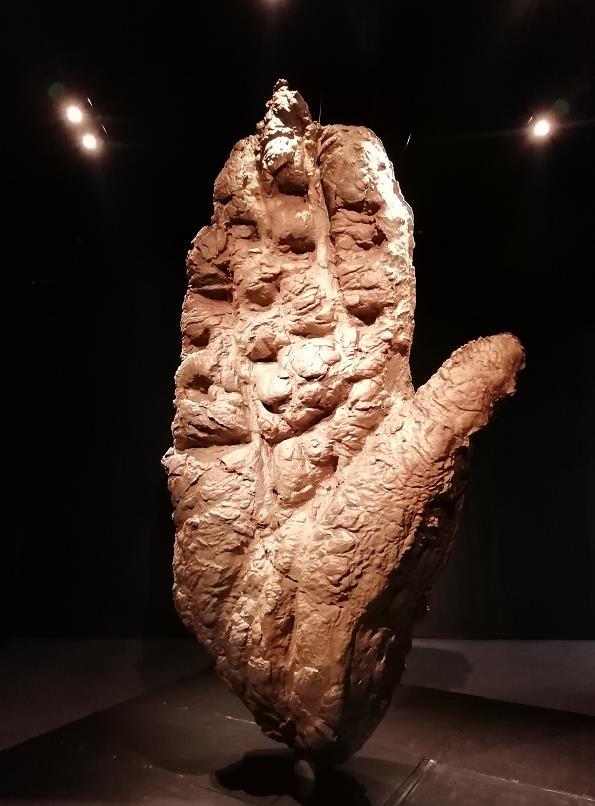 探索艺术与美雕塑作品《图腾》亮相太原