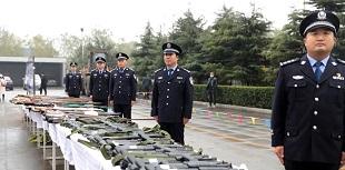 山西集中销毁7680件非法枪爆物品