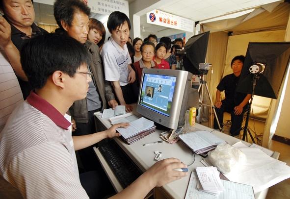 万荣县:高考生办理身份证享受绿色通道