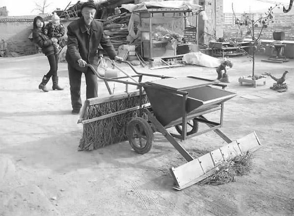 他自己会木工,便自己动手做车体